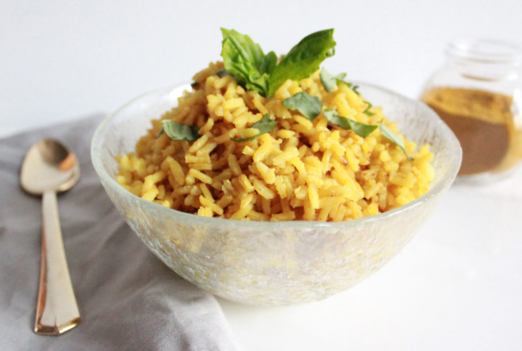 bowl of easy Curry Rice - Gluten free and vegan || www.nikkisplate.com
