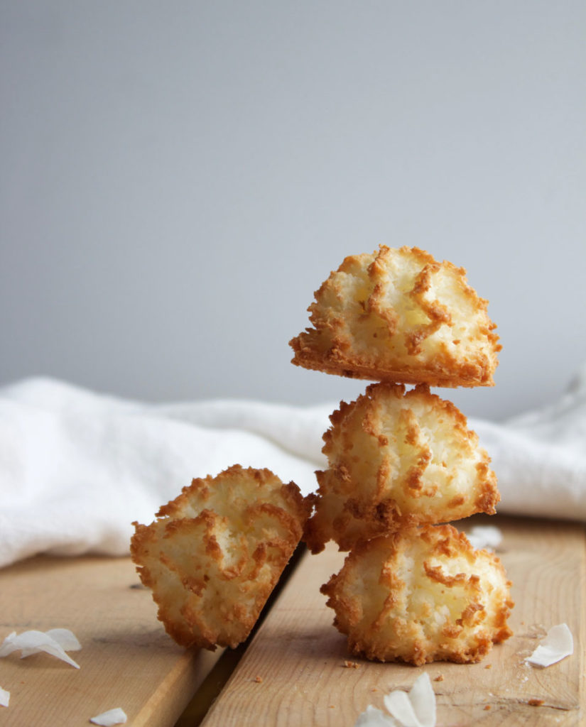You've got to try this guilt-free vegan coconut vanilla macaroon recipe!