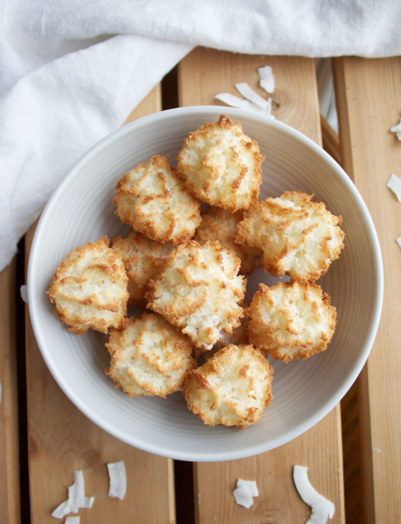 These sweet coconut and vanilla macaroons are vegan and gluten free