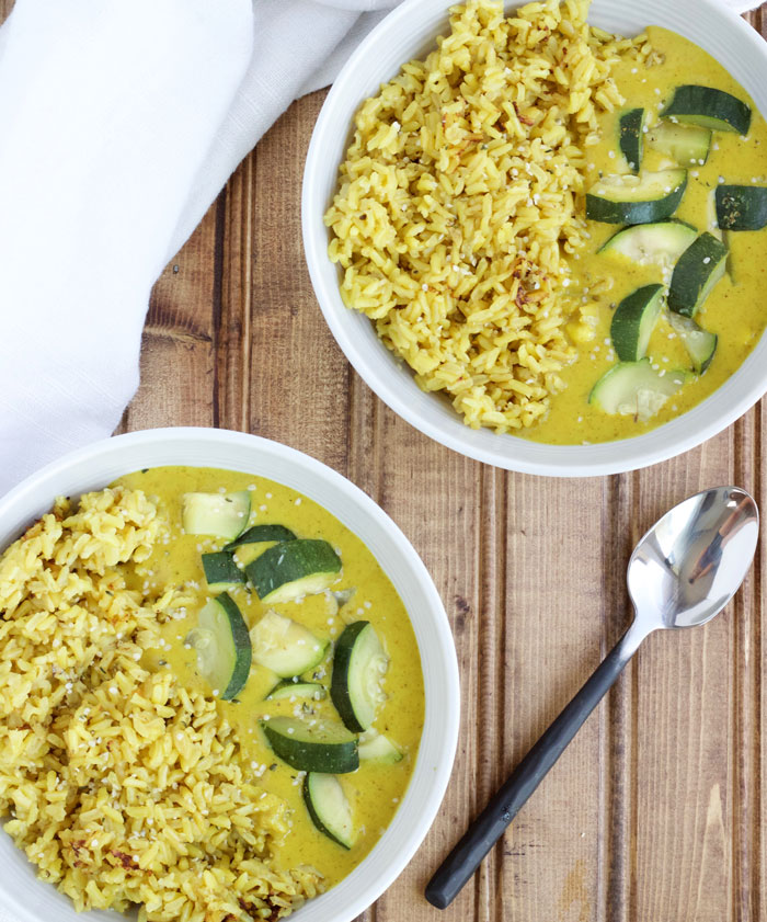4 Ingredient Coconut Curry Rice - {vegan, gluten free, dairy free, healthy} www.nikkisplate.com