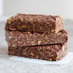 4 Ingredient Chocolate Vegan Crunch Bars - These quick and easy snack bars (or dessert) are naturally gluten free, vegan, dairy free - www.nikkisplate.com
