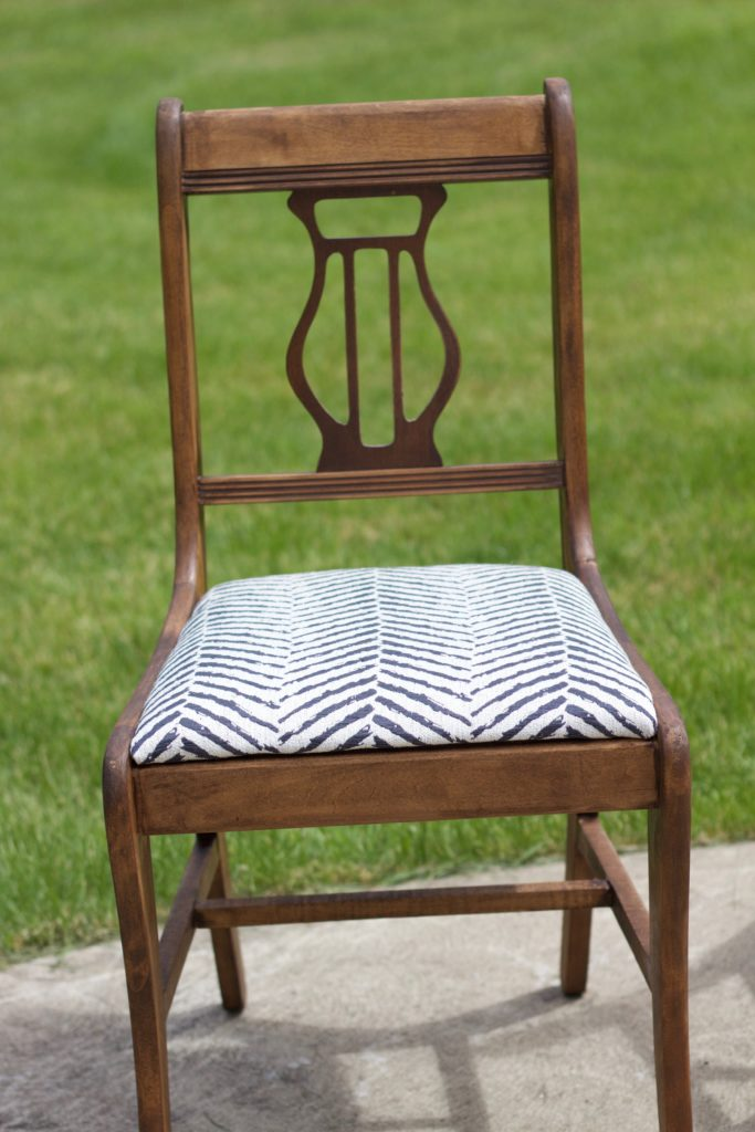 Vintage Chair Makeover! Before and After Pictures. Step by Step Instructions - www.nikkisplate.com
