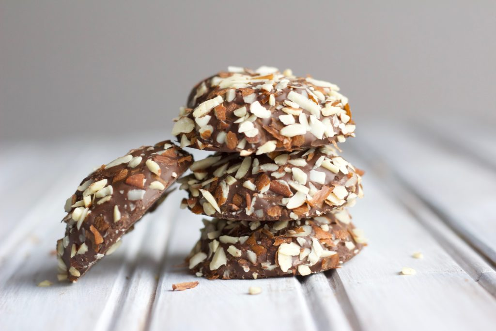 These chocolate dipped chestnut cookies are soft, chewy and delicious. A healthy baking twist on a traditional holiday Christmas treat! || Nikki's Plate
