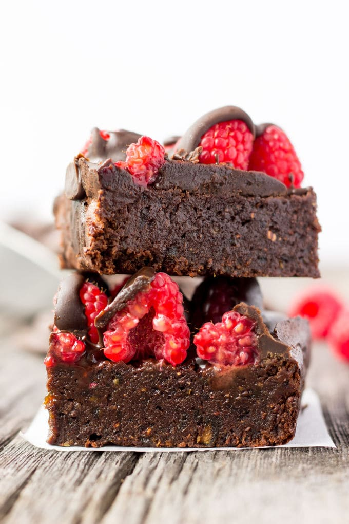 These vegan raspberry chocolate protein bars are like nutrition-packed brownies! Gooey, rich, and healthy chocolate treats