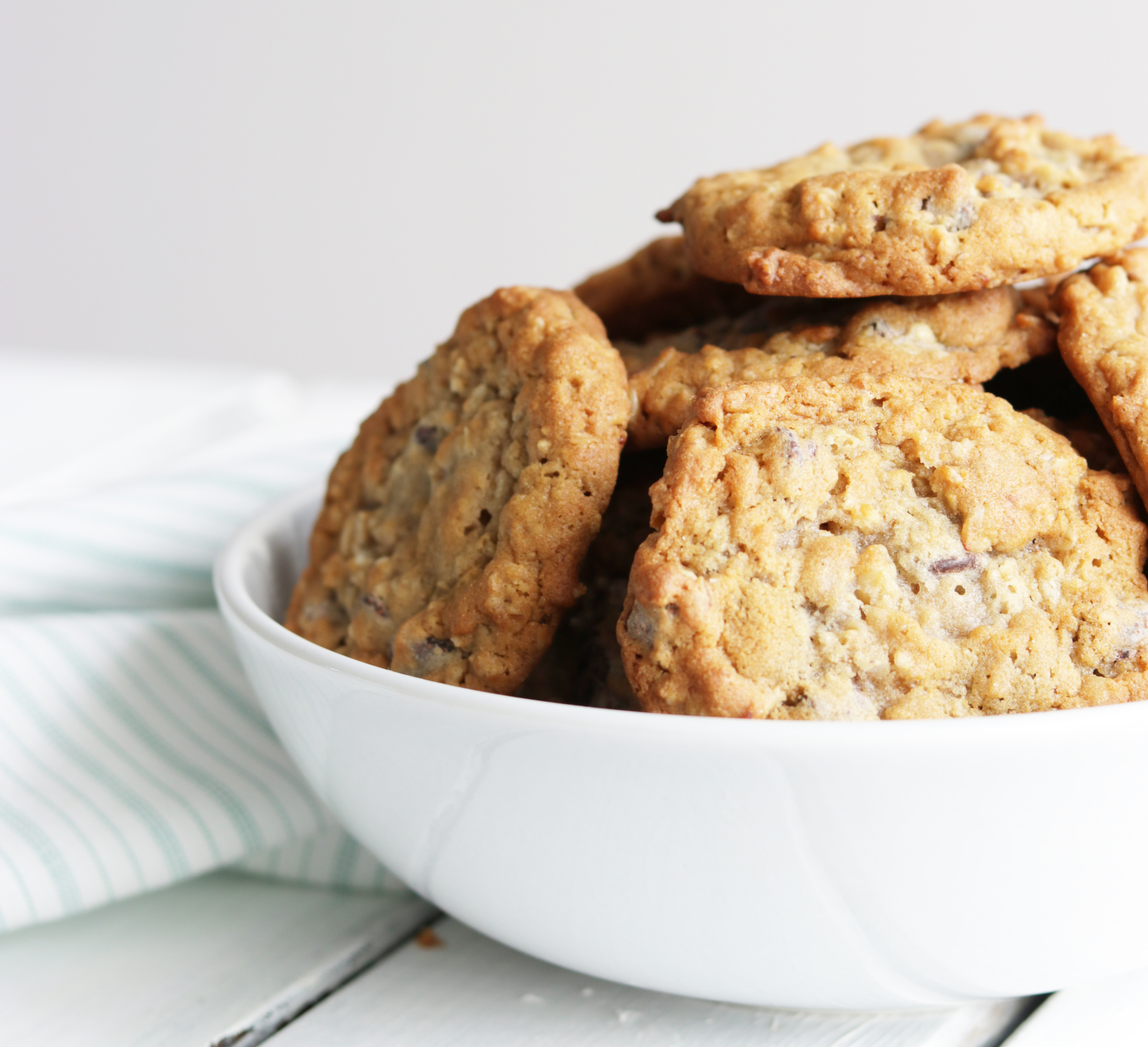 These gluten-free oatmeal chocolate chip cookies are the perfect healthy treat.