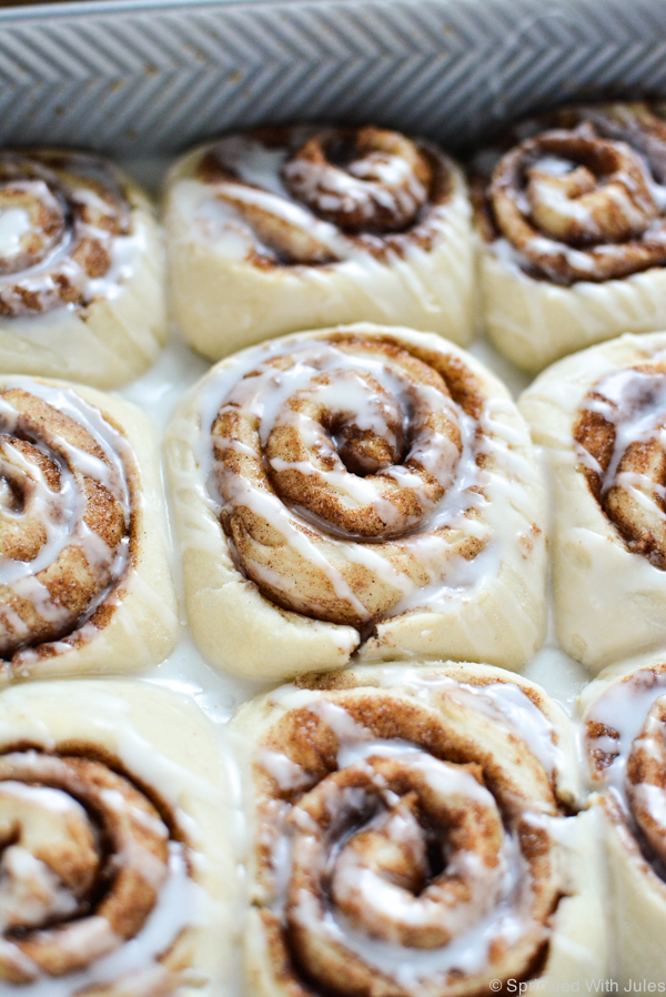 These fluffy, sweet vegan cinnamon rolls are a simple recipe that's ready in just 1 hour