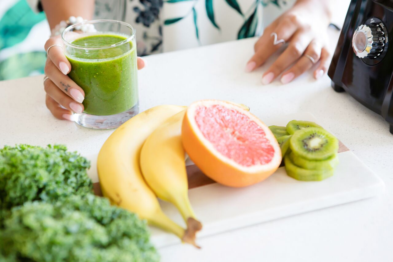 Grapefruit, bananas, kiwi fruit and greens are miracle foods that help you eat healthy and lose weight