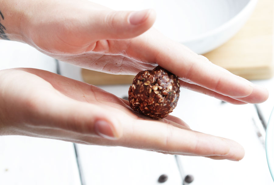 These no-bake chocolate peanut butter balls are a sweet and healthy snack that satisfies your chocolate craving