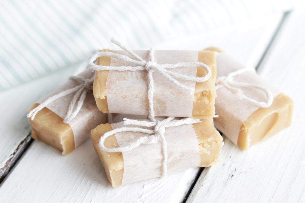 Make this healthy peanut butter and caramel fudge for anyone who loves a nice sweet treat