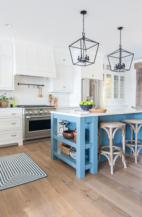 Friday Favourites; including my dream house, favourite new kitchen must have, and recipe much more! White and blue lake house kitchen