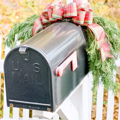 30 Christmas Mailbox Decoration Ideas; Here are some unique and festive ways to dress up your mailbox this Xmas. DIY and easy ways to bringholiday cheer to your mailman!