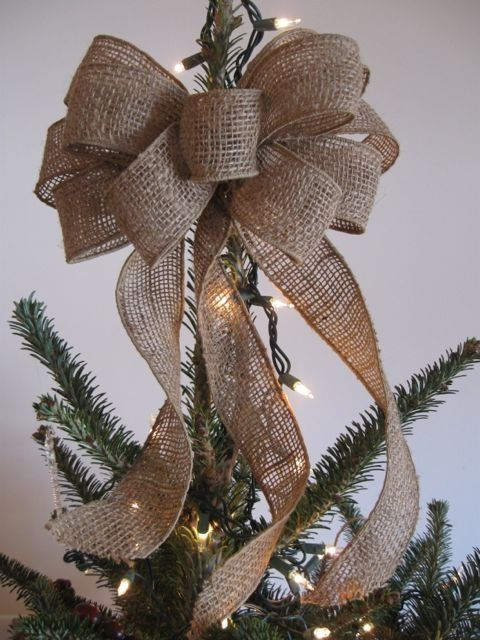 This rustic burlap bow Christmas tree topper is a great way to tie together the style of your Christmas tree decor