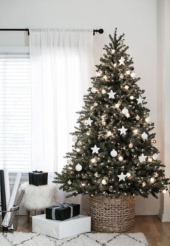 The Christmas lights on this Christmas tree are the perfect balance of bright, sparkling, and festive