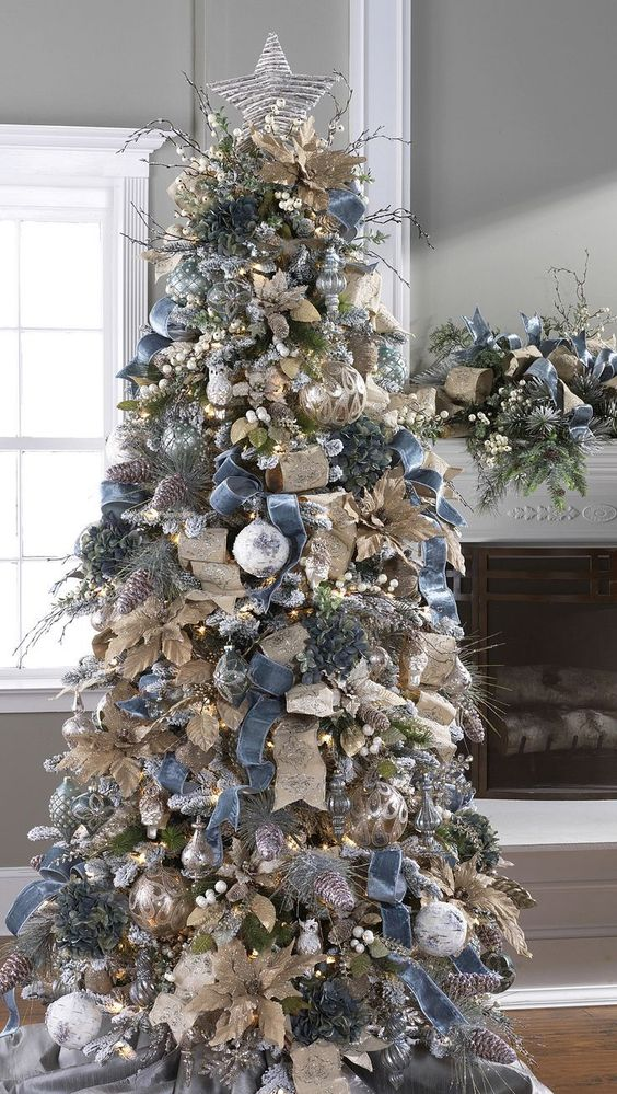This Christmas tree really made use of all different kinds of gorgeous ribbon for their tree! From rustic to sparkling, it's all there!