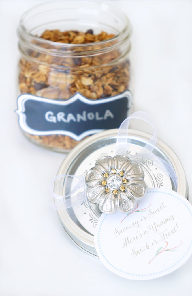 This mason jar gift is packed with sweet homemade granola--the perfect snack!