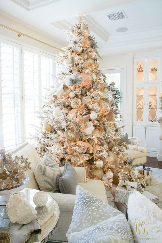 This stunning white and gold Christmas tree is packed to the brim with sparkle and glitter.