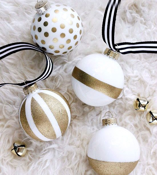 I love these white and gold Christmas ornaments and the different patterns!