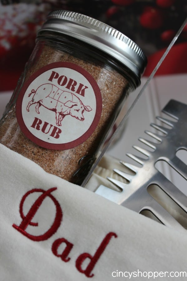 This mason jar spice mix is a perfect gift for the dad who loves to cook and grill!