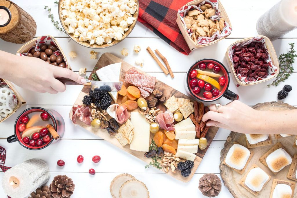 Getting ready for a big dinner party?! Here are 15 tips to help you throw the best dinner party ever!
