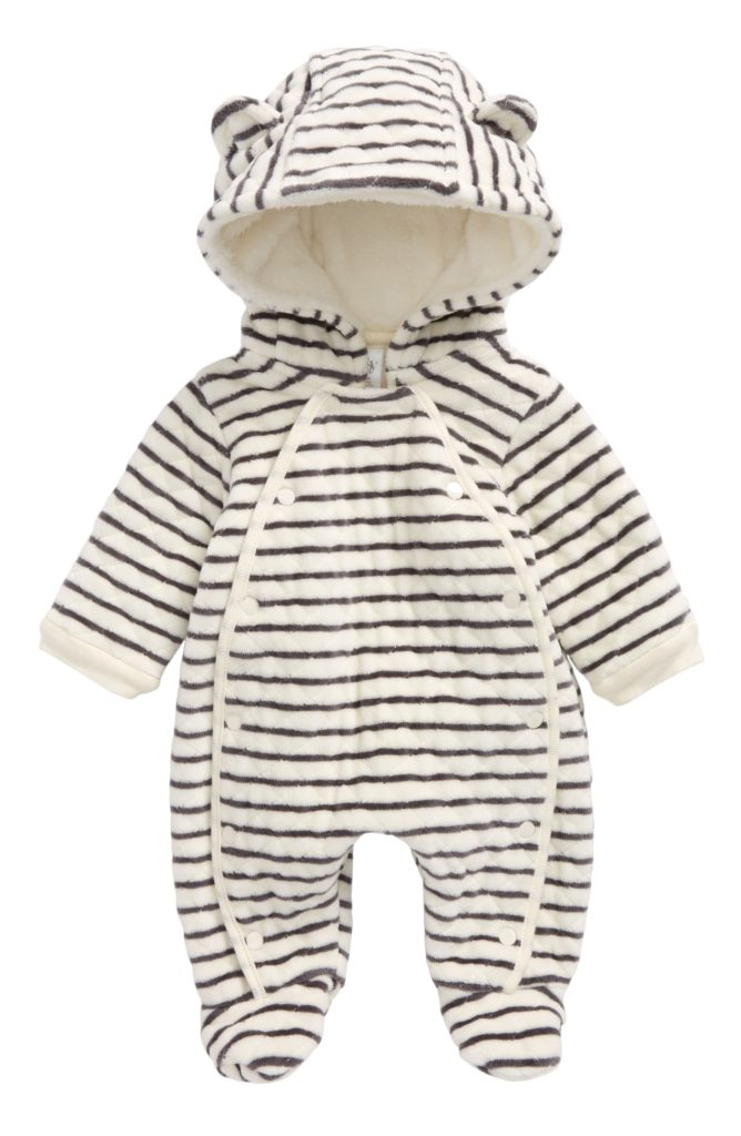 The Little Baby Holiday Gift Guide; Have a new baby to buy for this Christmas? Here are some present ideas for him or her! #holidaygiftguide #newbaby #wintergear
