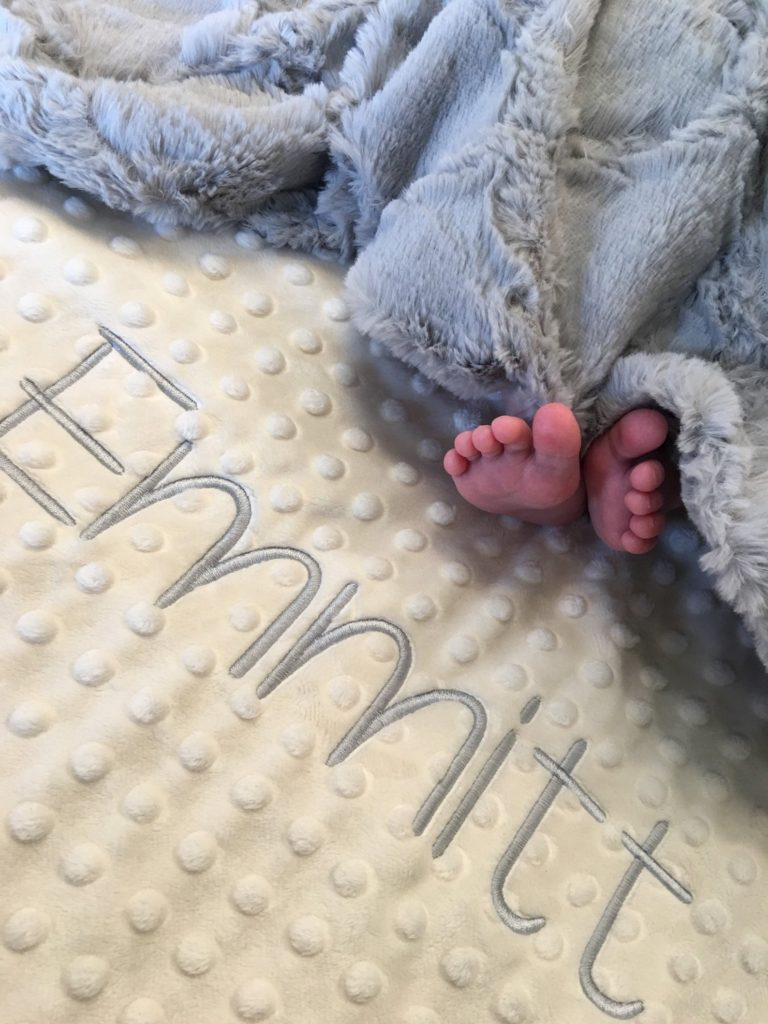 The Little Baby Holiday Gift Guide; Have a new baby to buy for this Christmas? Here are some present ideas for him or her! Personalized Blanket #holidaygiftguide #newbaby #personalizedblanket