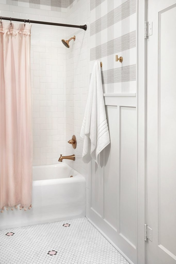 Best Bathrooms by Joanna Gaines; Fixer upper's top bathroom renovations by Joanna and chip Gaines! These rustic, country with hints of modern perfection bathrooms are everything #joannagaines #bathroom #bathrooms #renovations || Plaid wallpaper, white bathroom - Nikki's Plate