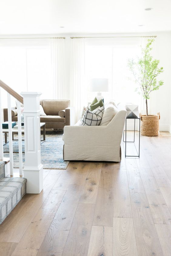 Hardwood Floor Inspiration; Here are some hardwood floor types and colours with pros and cons! If you are in the market for hard wood flooring then this is the post for you! #hardwoodflooring - Nikki's Plate