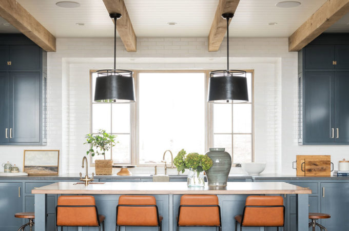 11 Best Kitchens by Studio McGee; A round up post of the best kitchens by Studio McGee! Blogger, and interior designer who knows how to renovate! Modern charm. Kitchen design and renovations. #kitchensbystudiomcgee #studiomcgee || Nikki's Plate