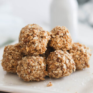 Quick and easy no bake Salted Caramel Energy Balls! Vegan, Gluten Free and refined sugar free. Healthy alternative to a sweet treat! Main ingredients include oats, almond butter and Maca powder! #energyballs #caramel || Nikki's Plate