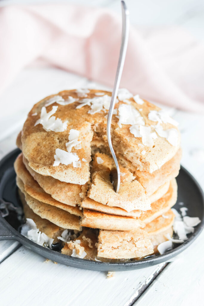 The Best Healthy Pancake Recipe; looking for healthy gluten free and dairy free pancakes? Look no further! Enjoy these fluffy soft delicious pancakes. The secret is in the gluten free flour, almond milk and coconut oil! #glutenfreepancakes #dairyfreepancakes
