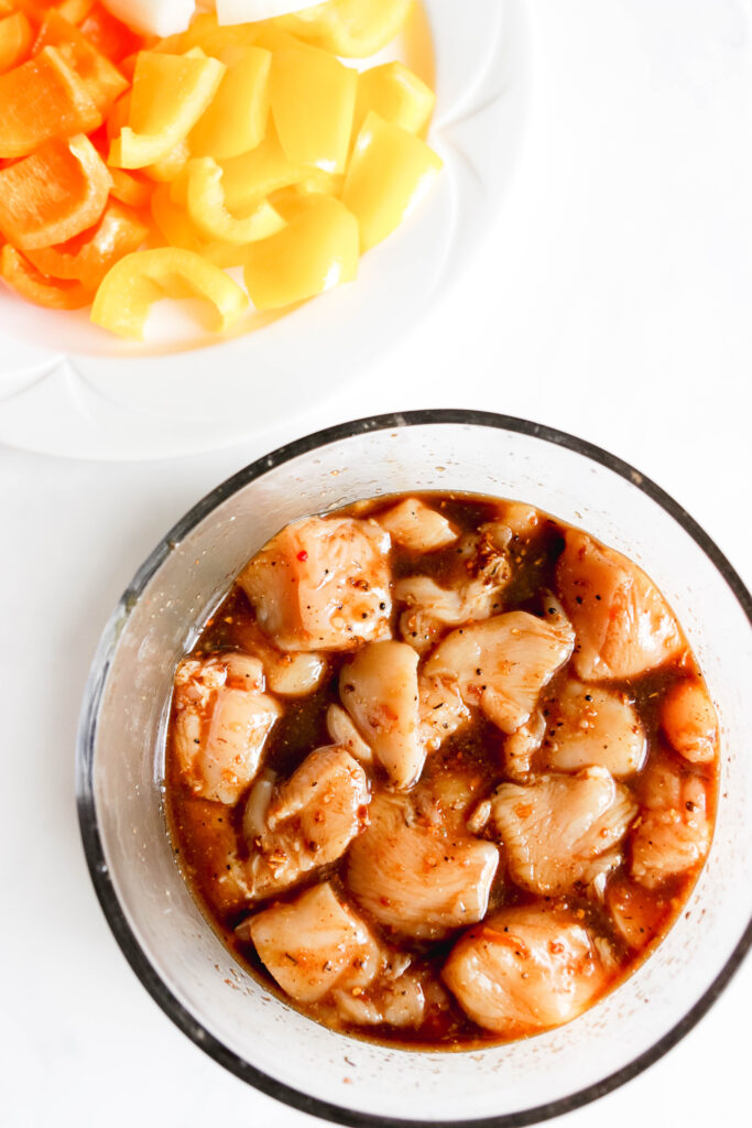 Marinating chicken cubes for skewer recipe