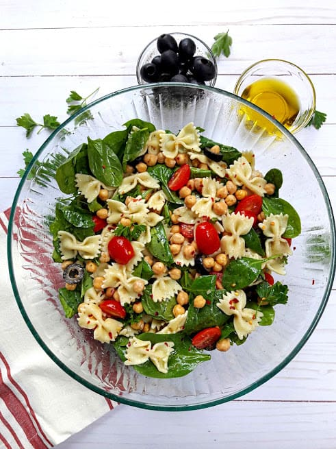 Salads for fast weight loss; 10 delicious and fresh salad recipes to help you loose those last few pounds this summer! - Greek Pasta Salad