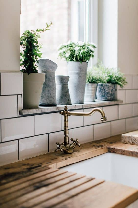 Tips for styling a farmhouse kitchen; Window Plants