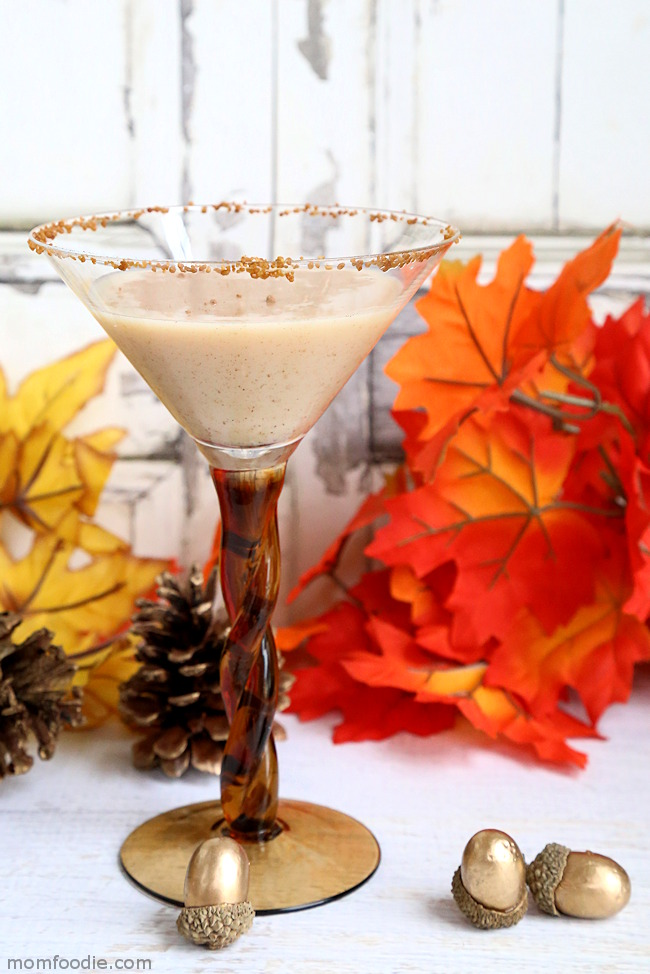 Pumpkin Pie Martini Recipe - 15 Delicious Pumpkin Drinks for Foodies; Easy and tasty fall drinks to sip on during the autumn season!