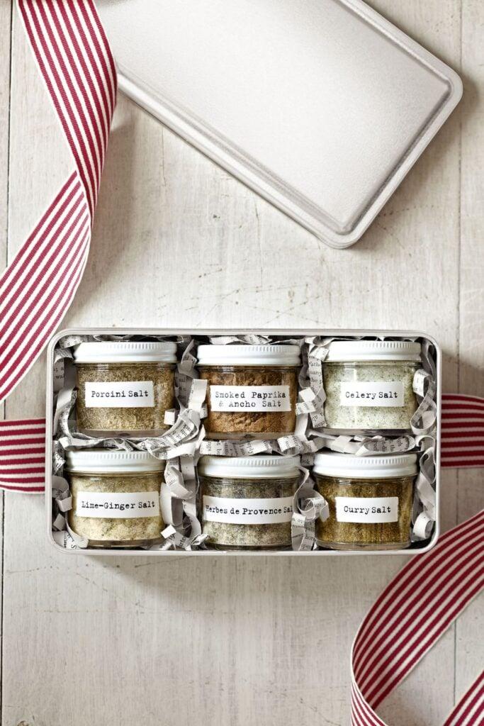 Easy Homemade Christmas Gifts; flavoured salts, mason jar gifts