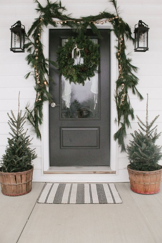 Simple Winter Front Porch Decor Ideas; ways to decorate your front door and home entrance this season! Garland