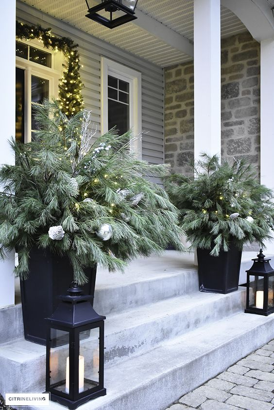 Simple Winter Front Porch Decor Ideas; ways to decorate your front door and home entrance this season! Greenery