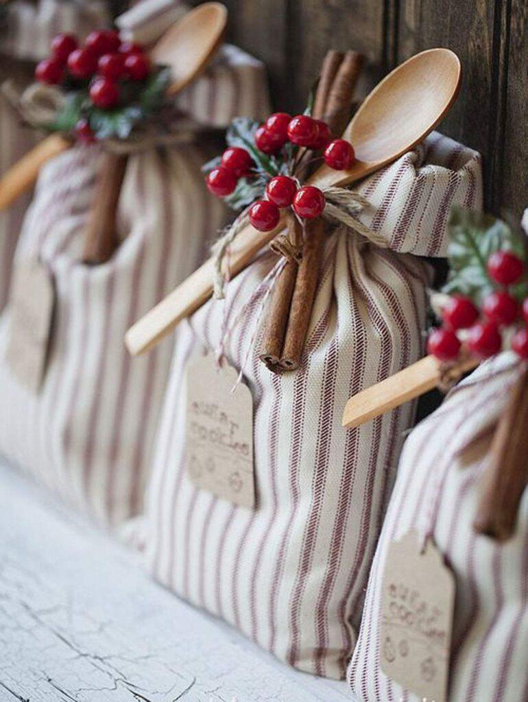 Easy Homemade Christmas Gifts; cookie sack gift bag