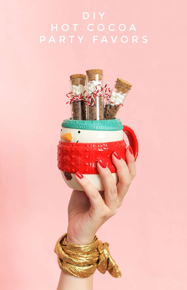 Easy Homemade Christmas Gifts; hot cocoa party favour