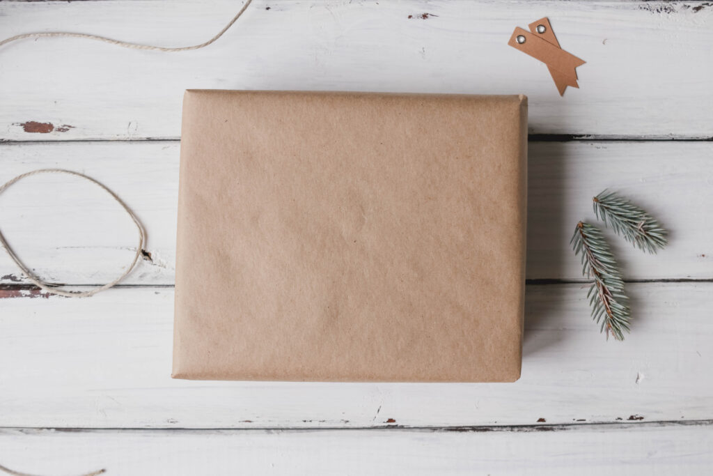 Easy Rustic DIY Christmas Wrapping; Here are three present ideas for you to get creative with for your rustic Xmas gifting! || Nikki's Plate #rusticgiftwrapping