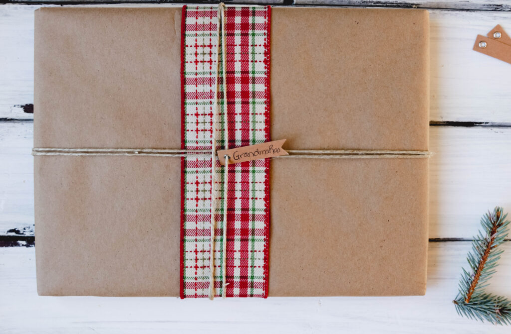 Easy Rustic DIY Christmas Wrapping; Here are three present ideas for you to get creative with for your rustic Xmas gifting! Red Ribbon and twine || Nikki's Plate #rusticgiftwrapping