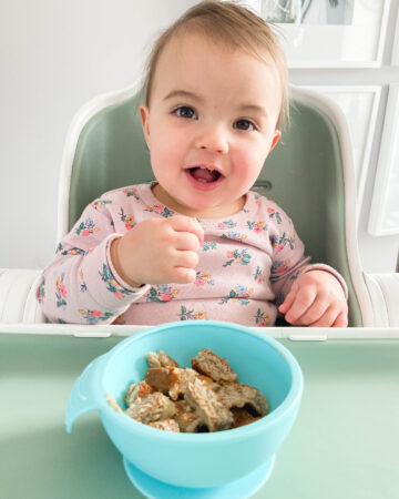 Toddler Oatmeal and Banana Pancakes; easy breakfast recipe for toddlers in the morning! Gluten free and dairy free option. Naturally sweetened.