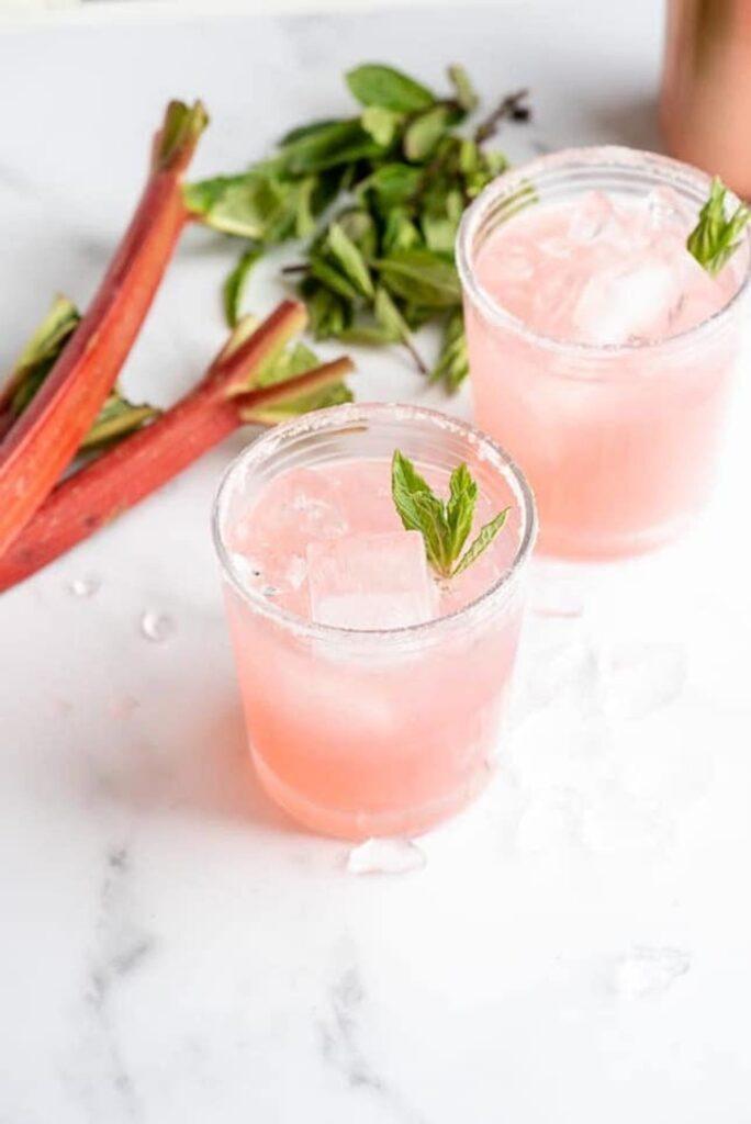 Delicious Summer Cocktails: rhubarb pie cocktail - vodka