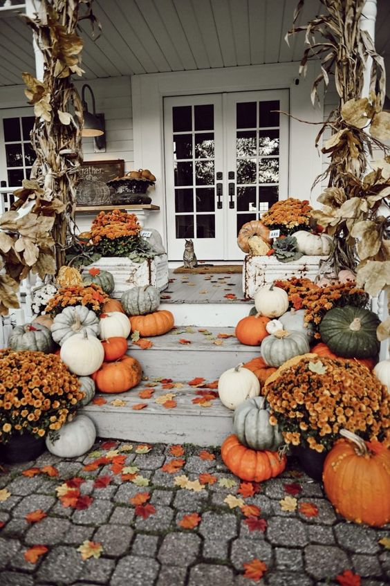 Fall front porch decor must haves; pumpkins, stairs