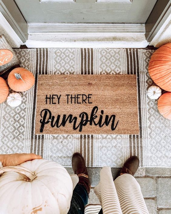7 Fall Porch Decor Must Haves; hey there pumpkin mat
