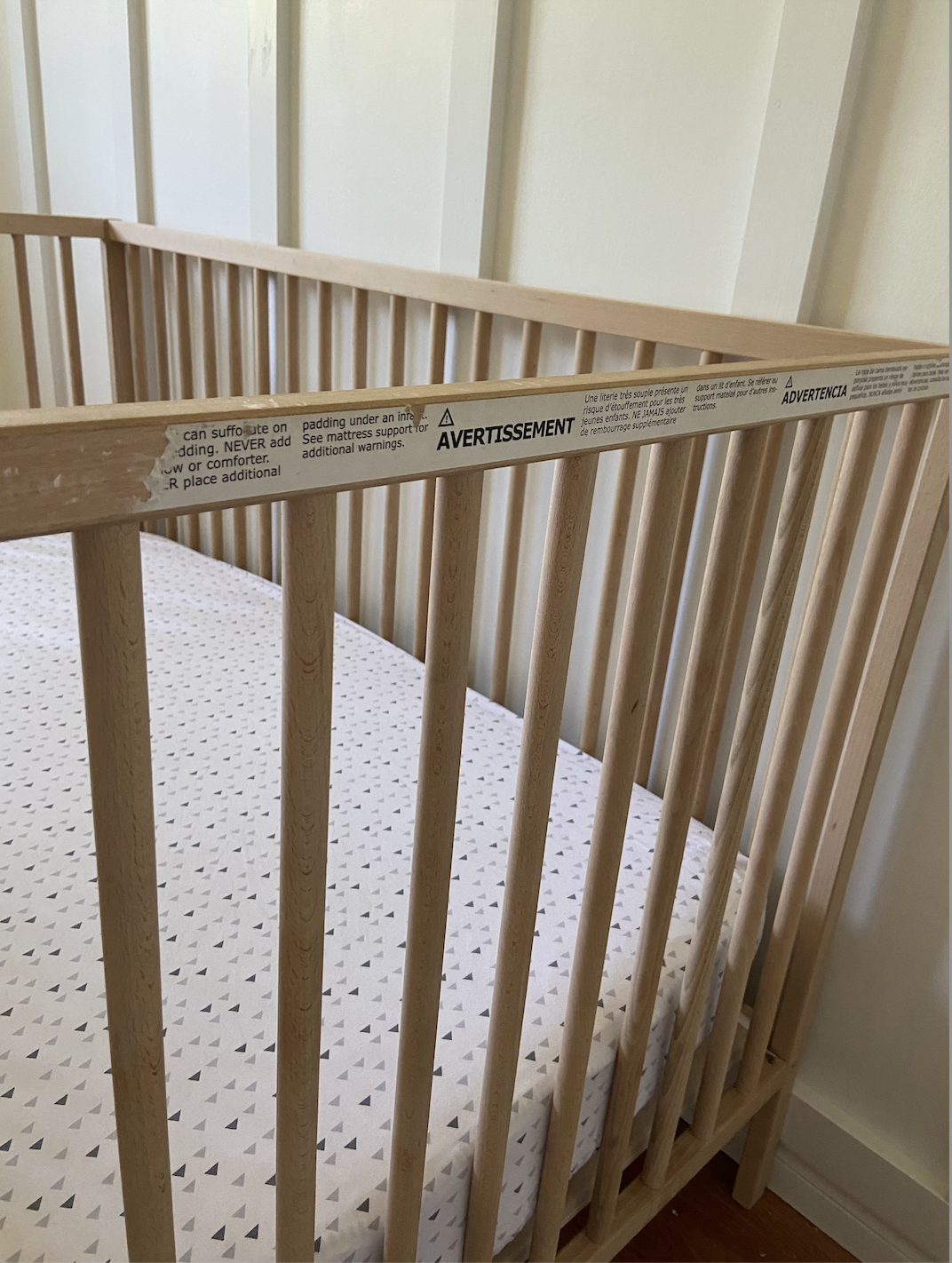 How to Remove the Warning Label off the Ikea Crib; simple tricks to remove the large sticker on the side of the SNIGLAR ikea crib